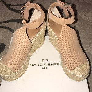 MARC FISHER ANNIE WEDGES WOMANS SIZE 9